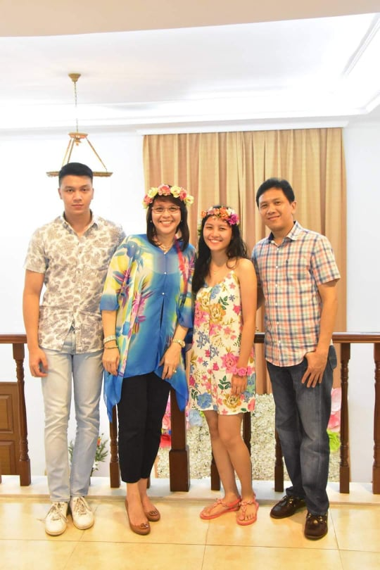 Her Family (L-F; Vince, Ate Baby, Dayne, Kuya Allen)
